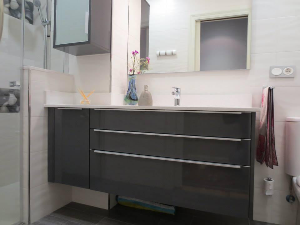 baños gris