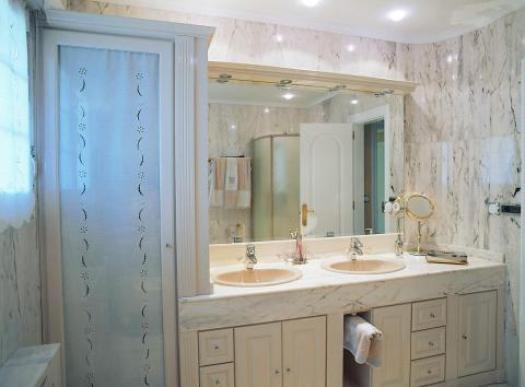 baño clásico marmol