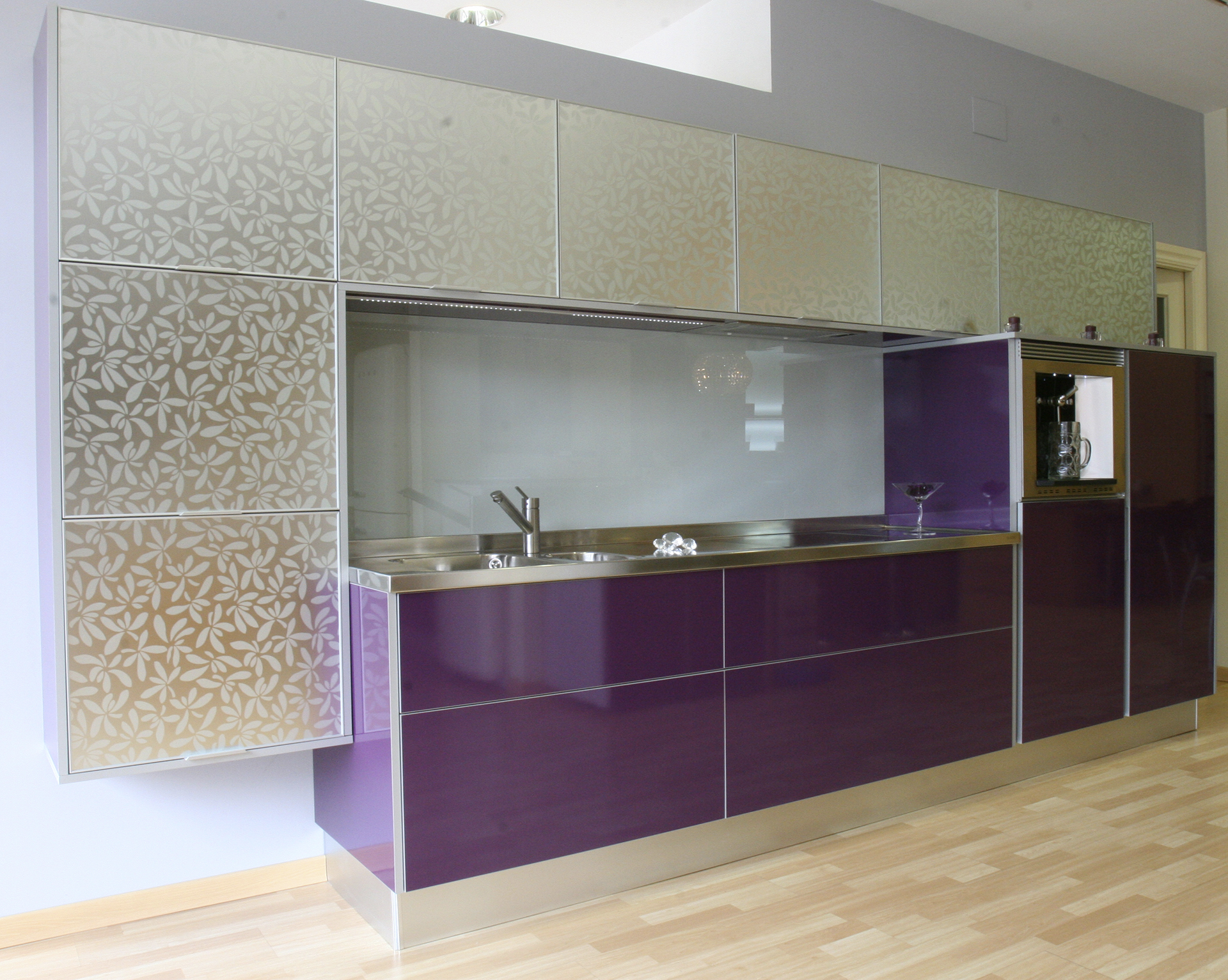 Cocinas moradas cocina blanca y morada if we ever build - Cocinas moradas modernas ...