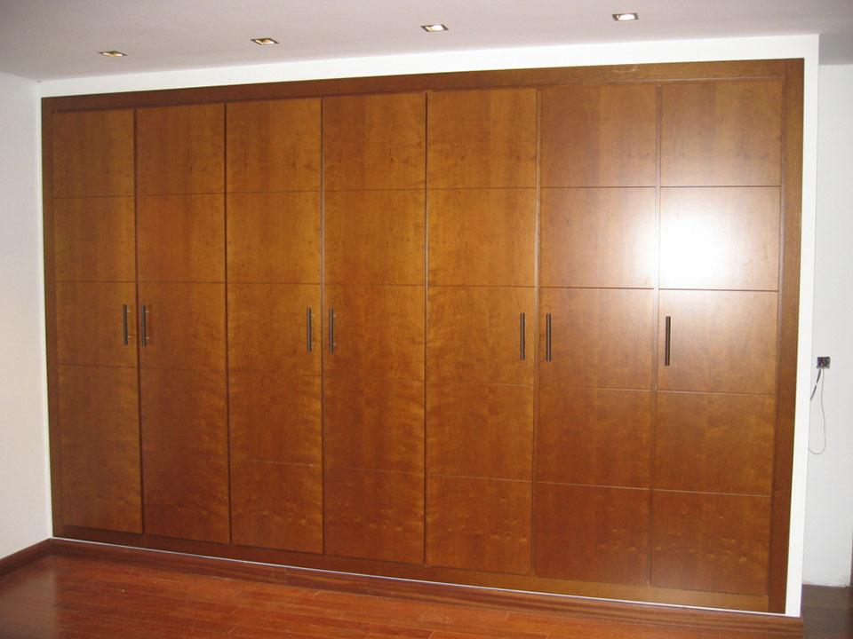 armario acanalado madera