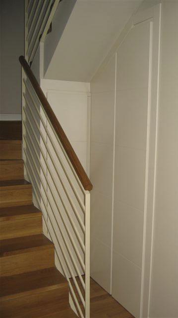 armario bajobierta escaleras