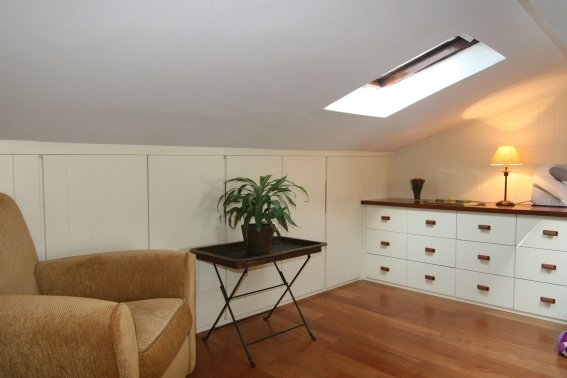 mueble a medida bajo cubierta