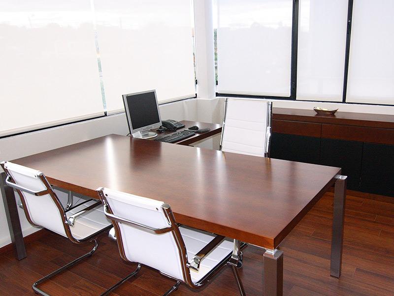 Reforma de despacho de dirección - Mesas, sillas, mobiliario