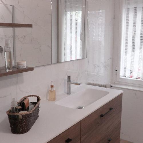 Mueble de baño en laminado nogal suspendido