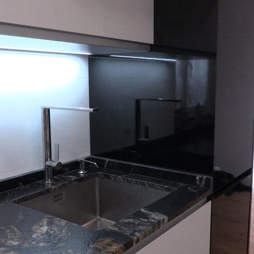 Fregadero de cocina con encimera en granito acabado Dark Pearl 3D de la casa Granith