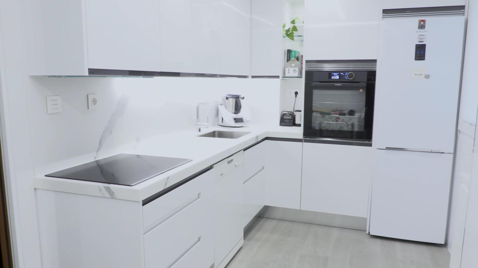 cocina-blanca-pequena-ele (1)