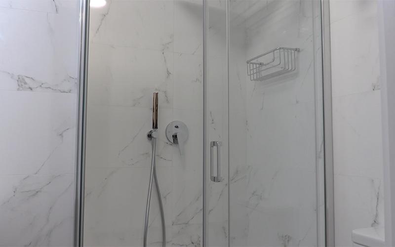 Sistema de ducha con mando