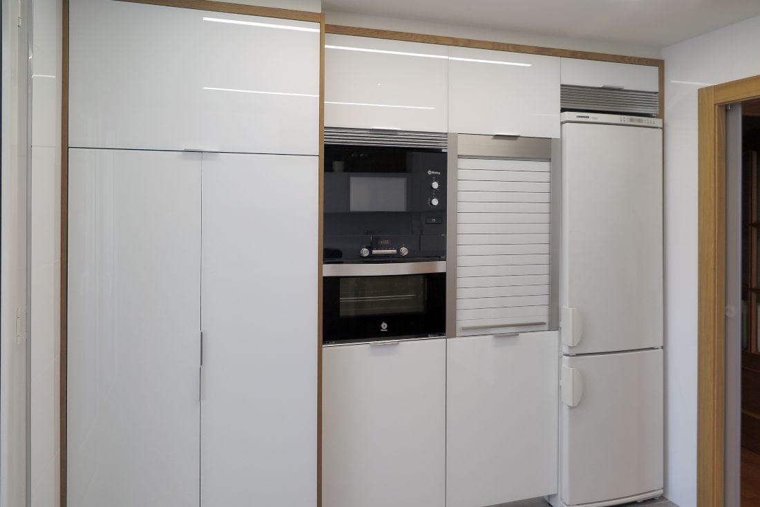 cocina-cristal-blanco-madera-2