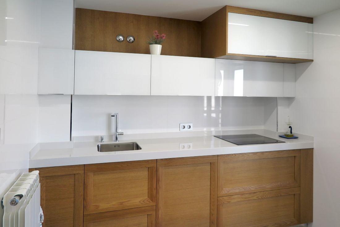 cocina-cristal-blanco-madera-4