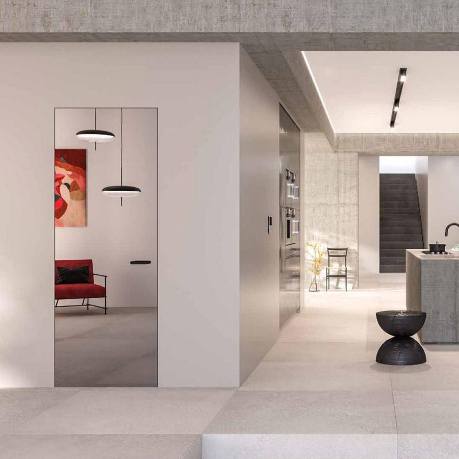 Puerta batiente de interior efecto espejo en la cocina - Ferrero Legno