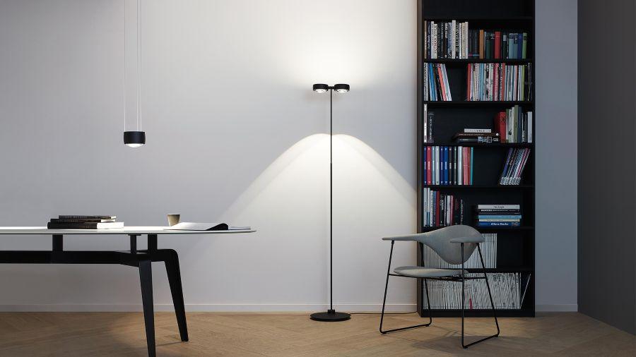 Despacho con lámpara de pie modelo SENTO de Occhio